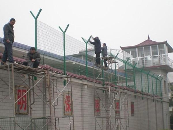 刺绳护栏的安装施工
