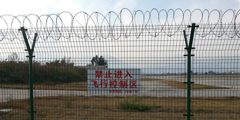 刀片刺绳用作机场防护护栏