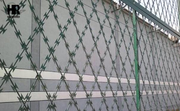 刀片刺绳焊接的带刺铁丝网价格如何计算